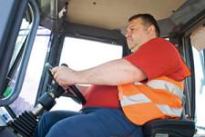 Vrachtwagenchaufeur met overgewicht