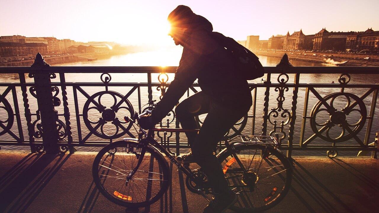Hoe stimuleer je werknemers om naar het werk te fietsen?